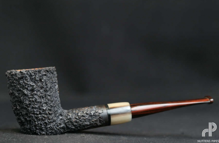 sitter rustic cumberland horn accent